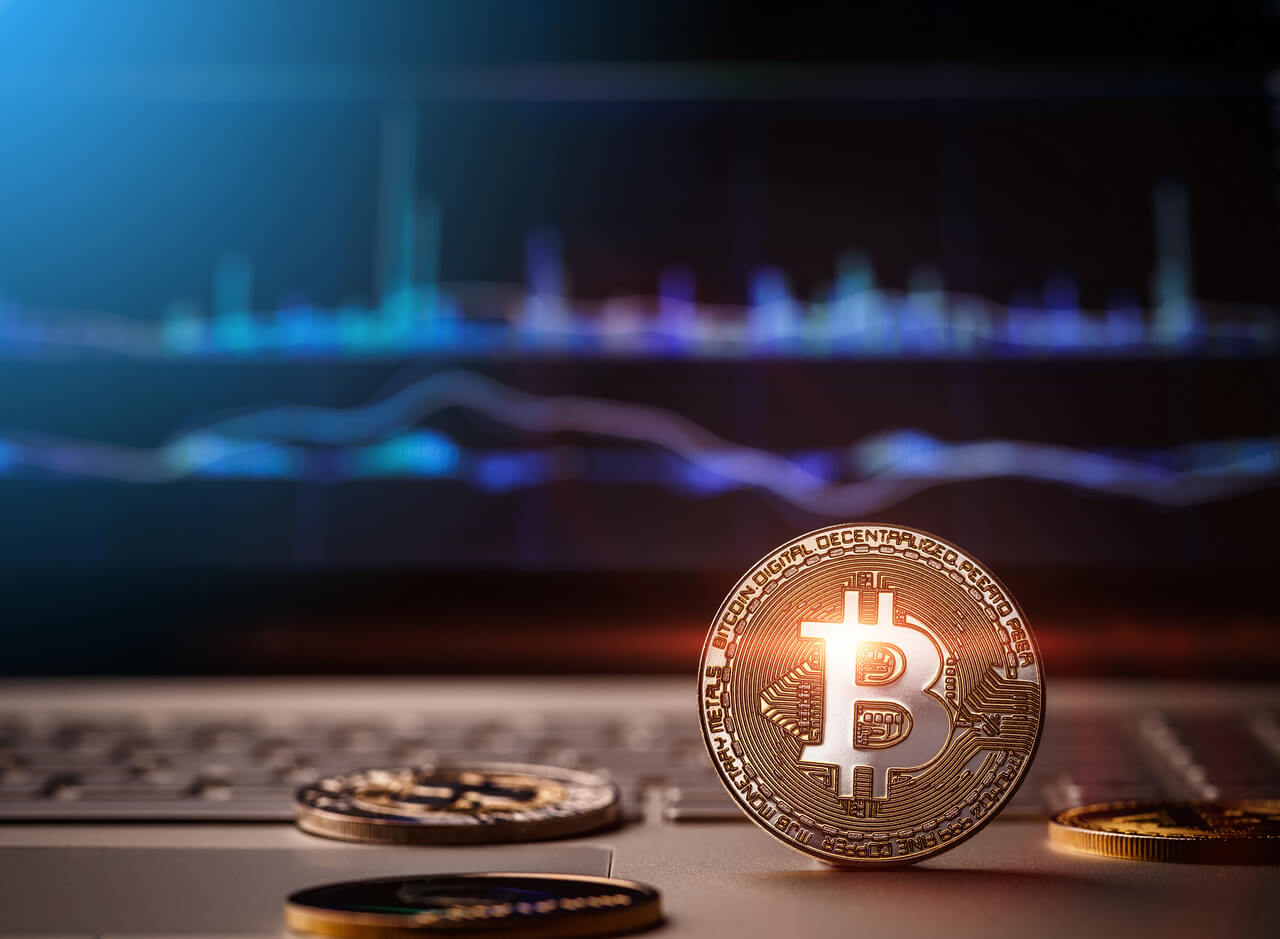How does the problem of 'pump and dump' affect the world of cryptocurrencies